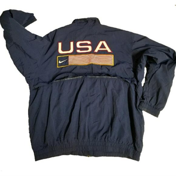 89a4e3cbb6a0 ... Track   Field Windbreaker Jacket. M 5a68b5f605f430fa412f9b20